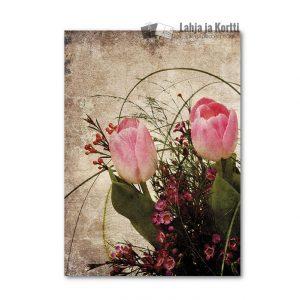 Kukkakimppu pinkeillä tulppaaneilla